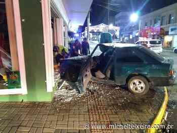 Carros com placas de Fraiburgo e Concórdia colidem no centro de Curitibanos - Michel Teixeira