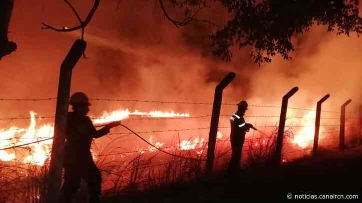 Emergencia por incendio forestal en Nimaima, Cundinamarca - Noticias RCN