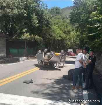 Se volcó un carro particular en la vía Tocaima – Apulo | HSB Noticias - HSB Noticias