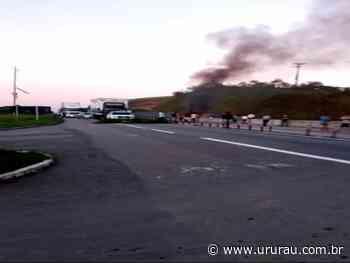 Moradores protestam e fecham a BR-101 em Casimiro de Abreu - Portal Ururau - Ururau