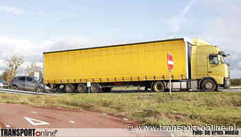 Auto botst achterop vrachtwagen in Nijega [+foto] - Transport Online