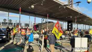 Environ 200 manifestants contre la réforme des retraites au péage de Gerzat - France Bleu