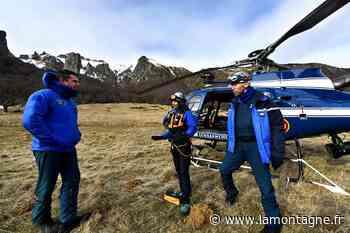 A bord de l'Ecureuil de la gendarmerie d'Egletons pour un exercice de secours dans le massif du Sancy - La Montagne