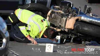 Incidente in via Bellini a Cusano, motociclista a terra dopo lo schianto con un'auto - MilanoToday