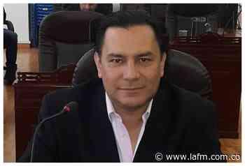 Alcalde de Facatativá habría modificado manual de funciones para contratar a novia y suegra - La FM
