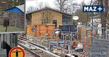 Zeuthen / Dauerbaustelle Bahnhof - Taucher arbeiten in der Baugrube des künftigen Bahntunnels - Märkische Allgemeine Zeitung