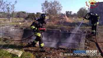 Pezze di Greco, pneumatici in fiamme. Forestali sequestrano l'area - BrindisiReport