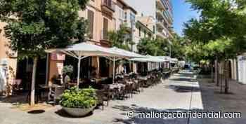 Demandan la retirada de los toldos de las terrazas de Santa Catalina y sa Llotja - Mallorca Confidencial