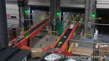 La Poste : la plateforme Colissimo de Pontcharra (Isère) met les bouchées doubles pour Noël - France 3 Régions