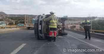 Accidente automovilístico sobre el crucero al Orito - Imagen de Zacatecas, el periódico de los zacatecanos
