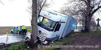 Autofahrer übersieht beim Anfahren LKW: Zwei Verletzte bei Unfall - www.hildesheimer-allgemeine.de