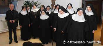Ins Gespräch kommen: Bischof em. Algermissen besucht Abtei St. Maria - Osthessen News