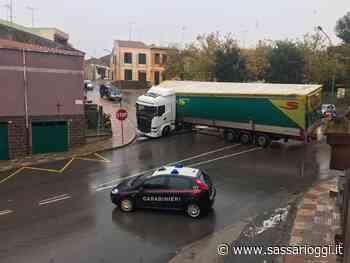 Ittiri, autoarticolato tenta inversione ma resta bloccato - Sassari Oggi