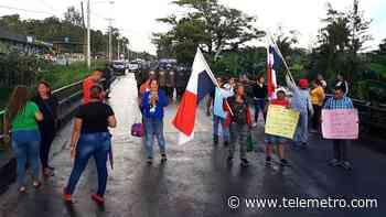 Padres de familia protestan para exigir construcción de escuela en El Giral - Telemetro