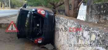 Vuelca automóvil en la carretera a Suchiapa. - Alerta Chiapas