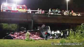 Una persona fallecida deja el volcamiento de un camión en Carahue - Cooperativa.cl