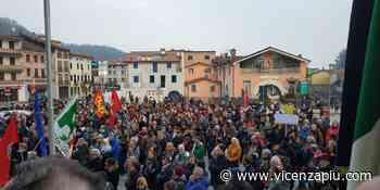"""Un migliaio a Torrebelvicino per dire no ai nazisti. Gli studenti: """"l'odio si combatte con la cultura"""" - Vicenza Più"""
