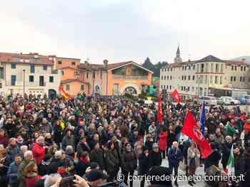 Svastica e cartello alla sede del Pd, manifestazione a Torrebelvicino - Corriere della Sera