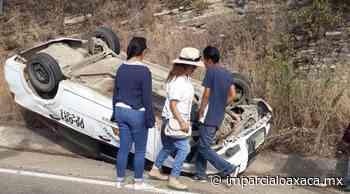 Taxista vuelca su unidad rumbo a Monte Albán - El Imparcial de Oaxaca