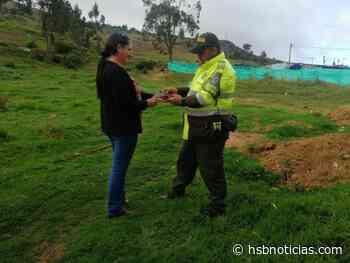 Docente de Moniquirá entregó voluntariamente a la Policía un arma de fuego | HSB Noticias - HSB Noticias