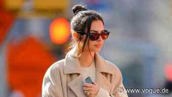 Genau wie Jennifer Lawrence und Katie Holmes – Emily Ratajkowski liebt diesen Mantel - VOGUE Germany