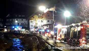 Incendi a San Candido e Dobbiaco: oltre 70 vigili del fuoco in intervento nella notte - La Voce di Bolzano