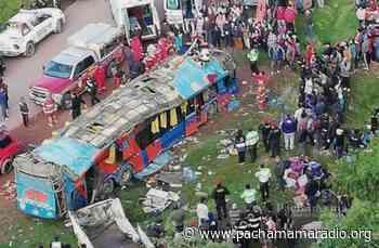 Tres escolares de Ayaviri murieron tras despiste y vuelco de bus en Cusco - Pachamama radio 850 AM