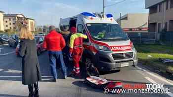 Ciclista travolto da un'auto e sbalzato per oltre 2 metri: gravissimo - Monza Today