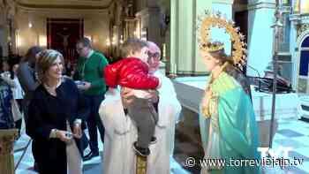Una treintena de niños y niñas son presentados a La Purísima en el día de la Candelaria - torreviejaip.tv