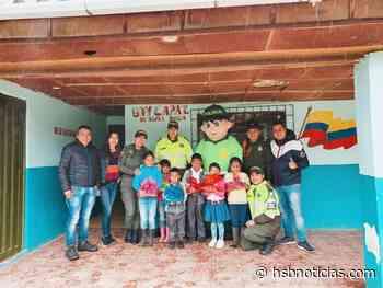 Distribuyeron útiles escolares en Buesaco   HSB Noticias - HSB Noticias