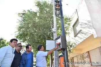 Colocaron el primer semáforo pintado de color gris grafito en Luis Beltrán y La Pampa - Noticias NQN