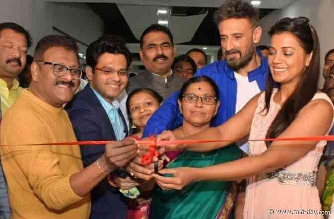 Rahul Dev and Mugdha Godse grace the opening of Sachin Bamgude's S.P Enterprises in Mumbai