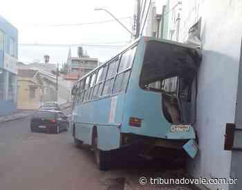 Motorista de ônibus desgovernado evita tragédia em Siqueira Campos - Tribuna do Vale