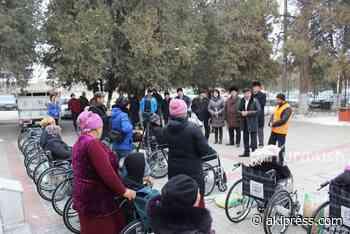 15 people with disabilities receive wheelchairs in Kyzyl-Kiya - AKIpress