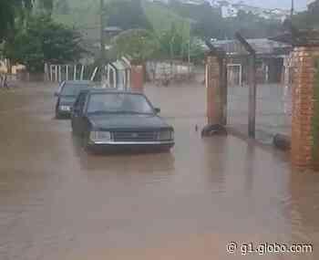 Forte chuva deixa pontos de alagamentos em bairros de Muzambinho, MG - G1