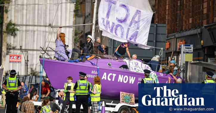 Police Scotland sent out guide listing Extinction Rebellion with neo-Nazis