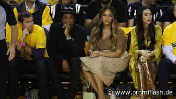 Warum blieben Beyoncé und Jay-Z bei Super-Bowl-Hymne sitzen? - Promiflash.de