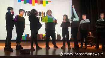 Cyberbulli No! Oreste Castagna nelle scuole di Calcinate, Castelli Calepio e Chiuduno - Bergamo News - BergamoNews.it