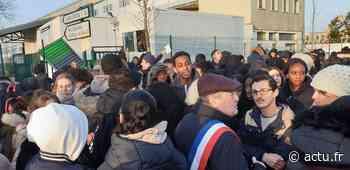 Val-d'Oise. Bezons : blocages et manifestations au lycée Eugène-Ronceray contre le nouveau bac - La Gazette du Val d'Oise - L'Echo Régional