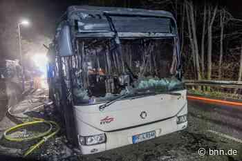 Linienbus in Waldbronn brennt völlig aus - BNN - Badische Neueste Nachrichten