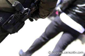 Insólito: a escoltas de la UNP asignados a candidato de una alcaldía les robaron sus armas - Noticias Caracol