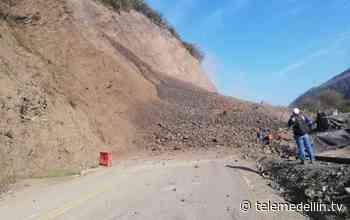 Permanece cerrada la vía al mar por derrumbe en Uramita - Telemedellín