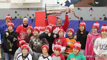 Stanley Cup makes stop in Norman Wells and Deline, N.W.T., on northern tour - CBC.ca