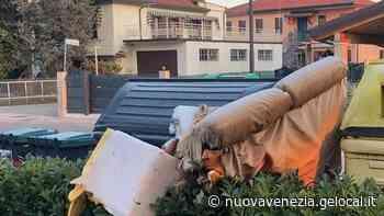 A Martellago e Spinea mobili, arredi, sanitari e un materasso lasciati per strada - La Nuova Venezia