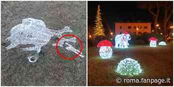 Trevignano Romano, danneggiate le luminarie di Natale: distrutte due renne luminose - Roma Fanpage.it