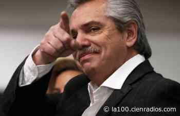 Las estampitas de San Cupertino con la cara de Alberto Fernández, la cábala de los estudiantes para aprobar sus exámenes - La 100