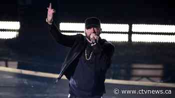 Eminem surprises Oscars with 'Lose Yourself'
