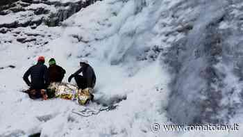 Scivola mentre scala una cascata di ghiaccio, ferito alpinista romano