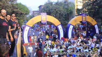 Sooryavanshi: Akshay Kumar and Ajay Devgn promote Rohit Shetty's movie at Mumbai Police Marathon