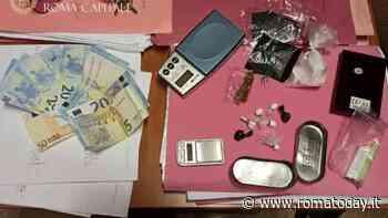 Arrotondano lo stipendio spacciando cocaina, coniugi in manette: sequestrate 150 dosi